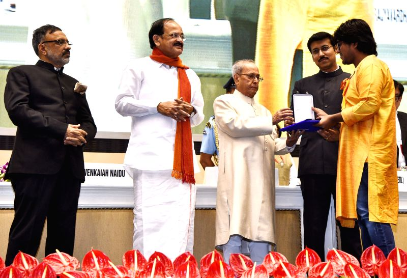 "Jishu Sen, who won Best Editing Award for ""Gudh"", being felicitated by President Pranab Mukherjee with Rajat Kamal Award at the 64th National Film Awards Function, in New Delhi ... - M. Venkaiah Naidu, Pranab Mukherjee and Rajyavardhan Singh Rathore"