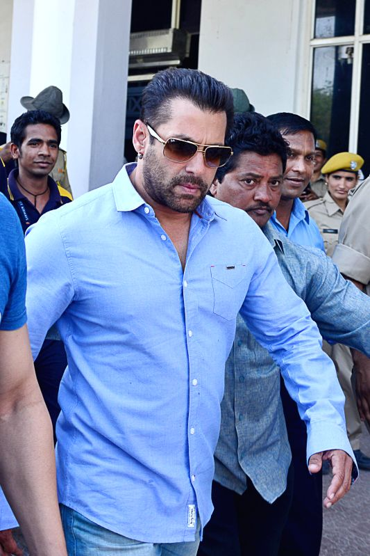 Jodhpur : Bollywood actor Salman Khan arrives at the airport to appear before Jodhpur Court for recording his statement in Black Buck poaching case on April 29, 2015.