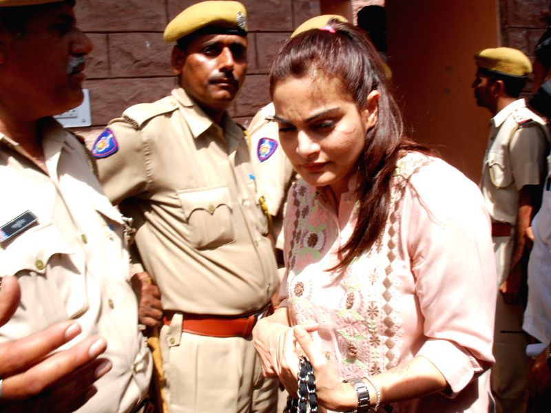 Jodhpur : Bollywood Actor Salman Khan's sister Alvira Khan arrives at Jodhpur court to stand by her brother, Salman Khan, who is appearing before the court in connection with Black Buck poaching case ... - Alvira Khan