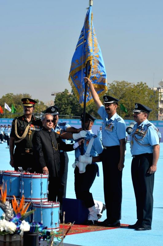 President Pranab Mukherjee presents the presidential standards to 21 SQN and  116 HU of Indian Air Force in Jodhpur, on March 4, 2015. - Pranab Mukherjee