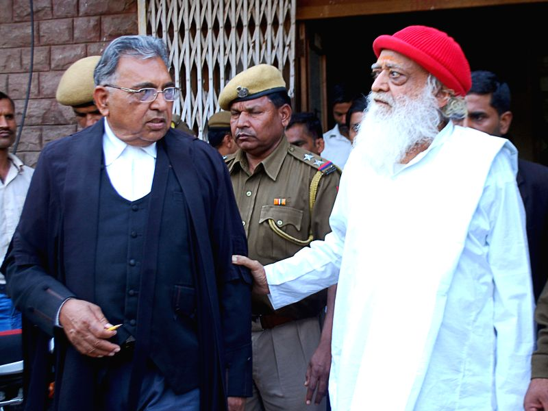Self-styled godman Asaram Bapu being taken to be produced in a Jodhpur court on Feb 13, 2015.
