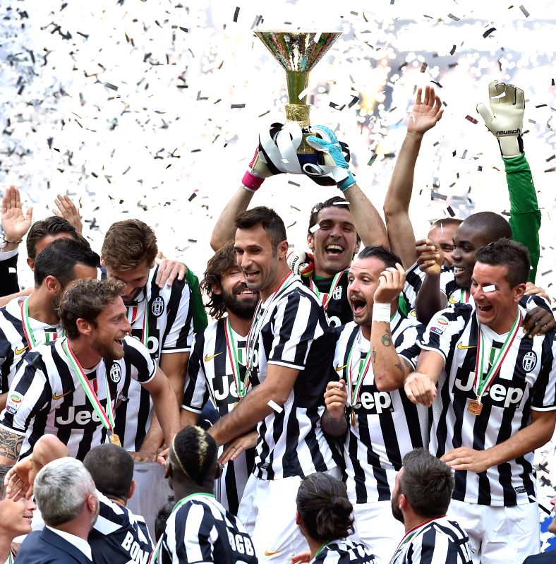 Juventus' players celebrate victory after the Italian Serie A soccer match against Cagliari in Turin, Italy, May 18, 2014. Champions Juventus became the first team .