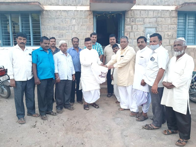 K'taka Congress leader goes into  begging mode to build party office in Bagalkot.