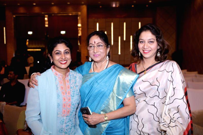 Kaadhalin Pon Veethiyil Bilingual movie launch stills
