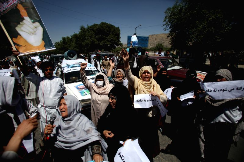 Afghan women protesters shout slogans while taking part in a protest against alleged election irregularities and fraud in Kabul, Afghanistan, June 21, 2014. Hundreds .