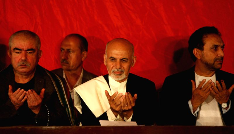 Afghan presidential candidate Dr. Ashraf Ghani Ahmadzai (C) attends a press conference in Kabul, Afghanistan, June 25, 2014. Afghan presidential candidate Dr. Ashraf .