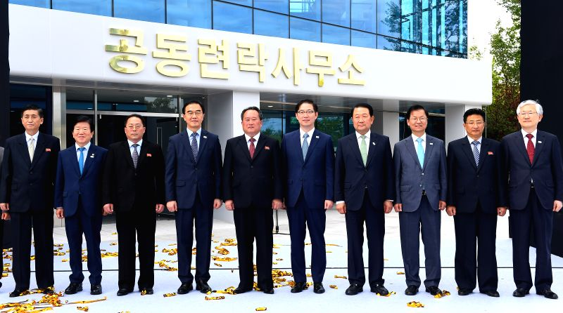 KAESONG, Sept. 14, 2018 - South Korean Unification Minister Cho Myoung-gyon (4th L) and Ri Son Gwon (5th L), chairman of the Committee for the Peaceful Reunification of the Fatherland (CPRF) of the ... - Cho Myoung