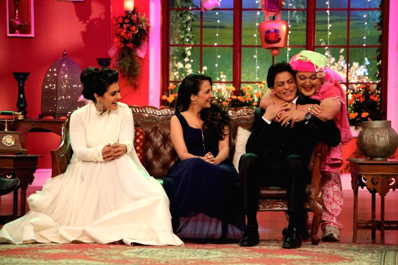 Kajol, Puja (Chutki) Shahruk and Dadi on the sets of Comedy Nights With Kapil at Dilwale Dulhania Le Jayenge 1000 weeks completion special episode shoot on Comedy Nights With Kapil in Mumbai on ... - Kajol