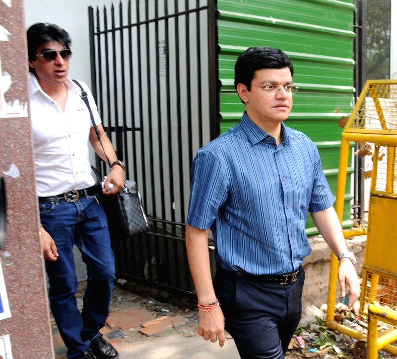 Kalaignar TV Director Sharad Kumar and film producer Karim Morani  one of the accused in 2G spectrum allocation case, arrive at Patiala House Court in New Delhi on May 5, 2014. - Sharad Kumar