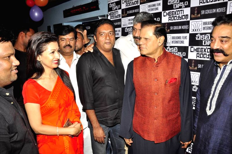 Kamal Hasan, Trisha and Prakash Raj acted Cheekati Rajyam Movie Premiere show