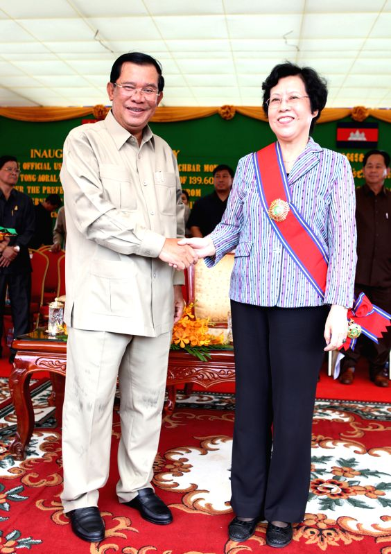 KAMPONG SPEU, Aug. 2, 2016 - Cambodian Prime Minister Samdech Techo Hun Sen (L) shakes hands with Chinese Ambassador to Cambodia Bu Jianguo during the inauguration ceremony of national road No. 44 in ... - Samdech Techo Hun Sen