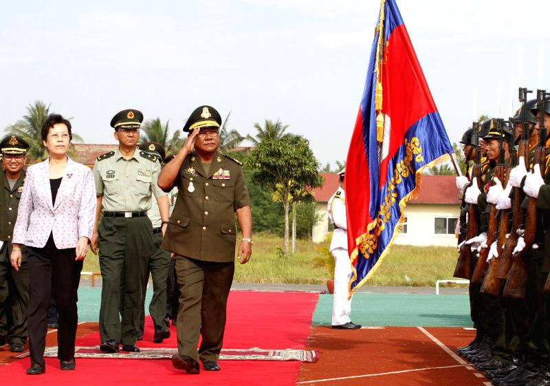 Pol Saroeun (4th L), commander-in-chief of the Royal Cambodian Armed Forces, Ci Guowei (3rd L), deputy director-general of the Foreign Affairs Office of the ...