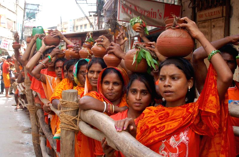 Kanwariyas queue-up outside Kashi Vishwanath Temple on the last Monday of the holy month of Sawan in Varanasi on Aug 4, 2014.