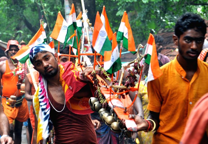 Kanwariyas (worshippers of lord Shiva) proceed towards Tarakeswar Temple during the holy month of Sawan in Hooghly of West Bengal on Aug 4, 2014.