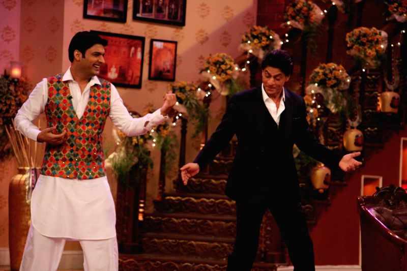 Kapil Sharma with Shahruk Khan on the sets of Comedy Nights With Kapil at Dilwale Dulhania Le Jayenge 1000 weeks completion special episode shoot on Comedy Nights With Kapil in Mumbai on Monday, Dec . - Kapil Sharma and Shahruk Khan