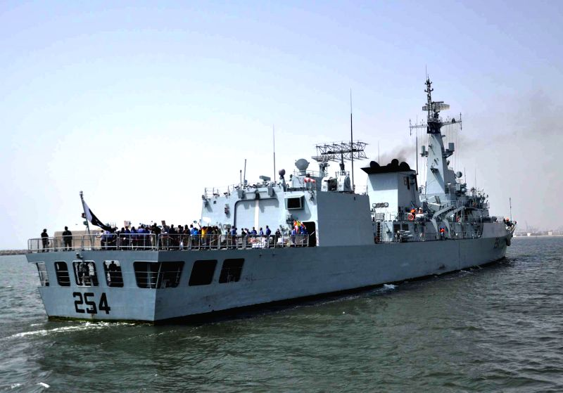"Pakistani PNS ""Aslat"" warship carrying Pakistanis and other nationals arrives in southern Pakistani port city of Karachi, April 7, 2015. The Pakistan Navy ..."