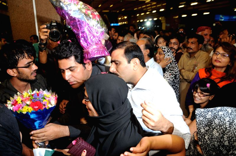 Pakistanis arrive at the Jinnah International Airport in southern Pakistani port city of Karachi, March 30, 2015. A Pakistani plane, carrying 503 Pakistani ...