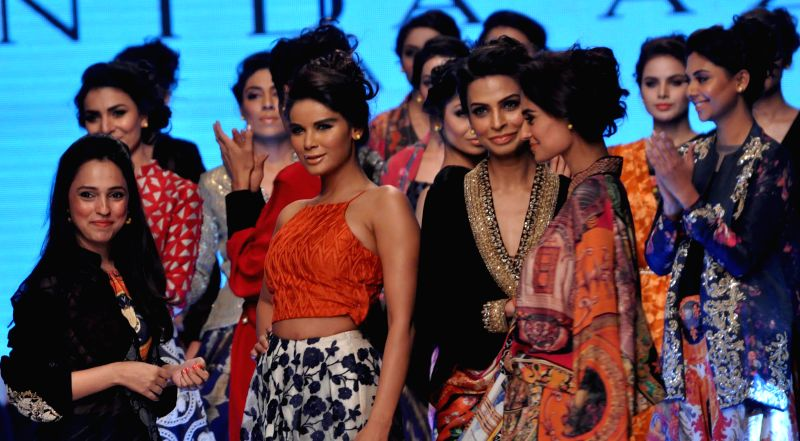 Karachi (Pakistan): Models present creations by Pakistani designer Nida Azwer on the last day of Pakistan Fashion Week in southern Pakistani port city of Karachi on Nov. 27, 2014. The three-day ...