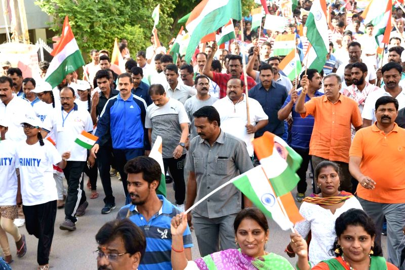 Karimnagar Police Commissioner VB Kamalasan Reddy with others participate in tri - colour mega freedom 4k run, in Karimnagar, Telangana on Aug 10, 2018. - Kamalasan Reddy