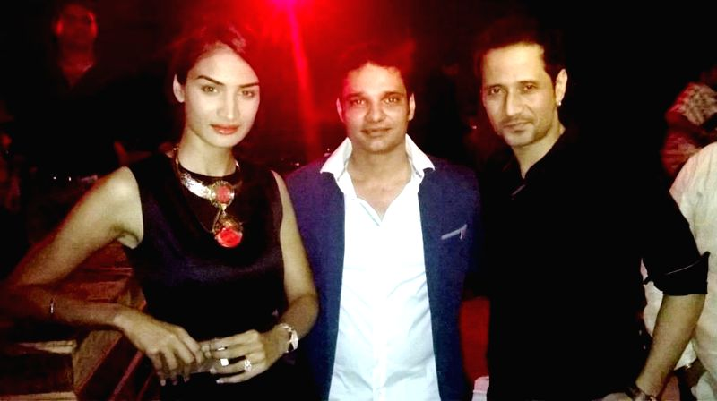 Karishma, Harpreet Singh Ahluwalia and Manmeet Singh of meet brothers during the launch of Rude Lounge`s Powai branch opening in Mumbai on June 14, 2014. - Harpreet Singh Ahluwalia and Manmeet Singh