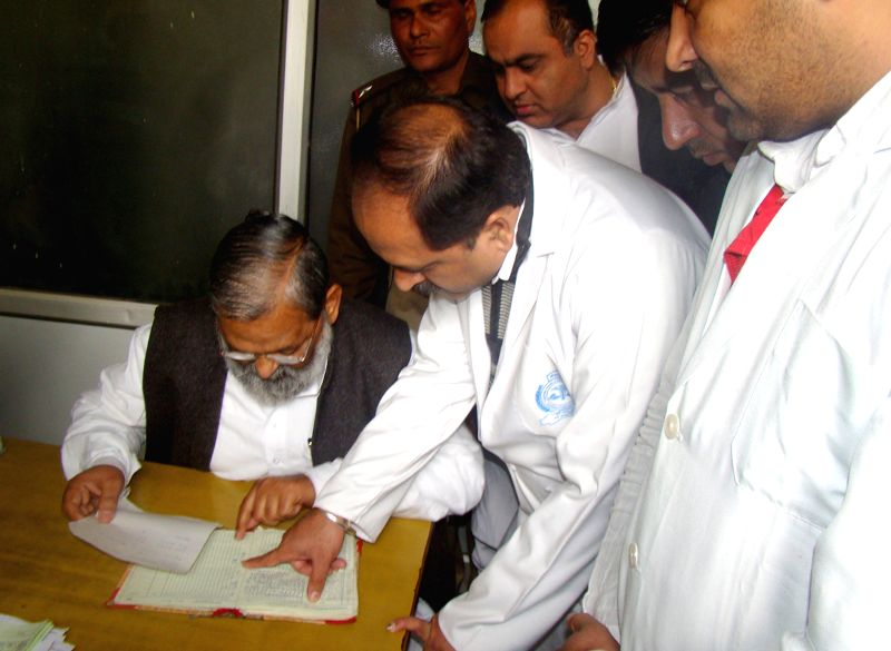 Haryana Health Minister Anil Vij during inspection of Kalpana Chawla Medical College Hospital in Karnal, Haryana on Dec 15, 2014. - Anil Vij