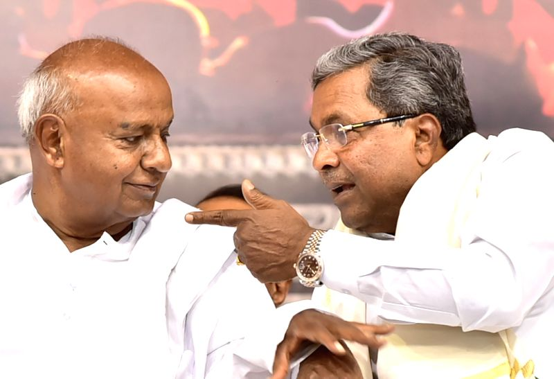 Karnataka Chief Minister Siddaramaiah and Janata Dal (Secular) supremo H.D. Deve Gowda during a Balija Community conference in Bengaluru, on May 28, 2017. - Siddaramaiah