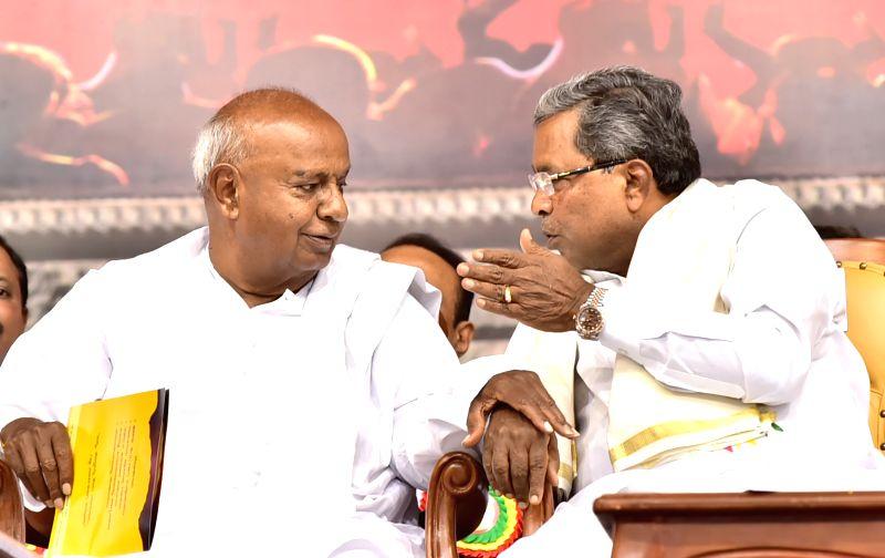 Karnataka Chief Minister Siddaramaiah and Janata Dal (Secular) supremo H.D. Deve Gowda during a Balija Community conference in Bengaluru, on May 28, 2017. - Siddaramaiah