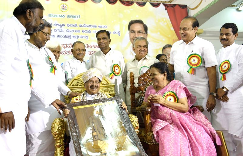 Karnataka Chief Minister Siddaramaiah confers Devraj Urs award to B Subbaiaha Shetty on 99th birth anniversary of former Chief Minister D Devraj Urs at Vidhana Soudha in Bangalore on Aug 20, 2014. - Siddaramaiah and B Subbaiaha Shetty