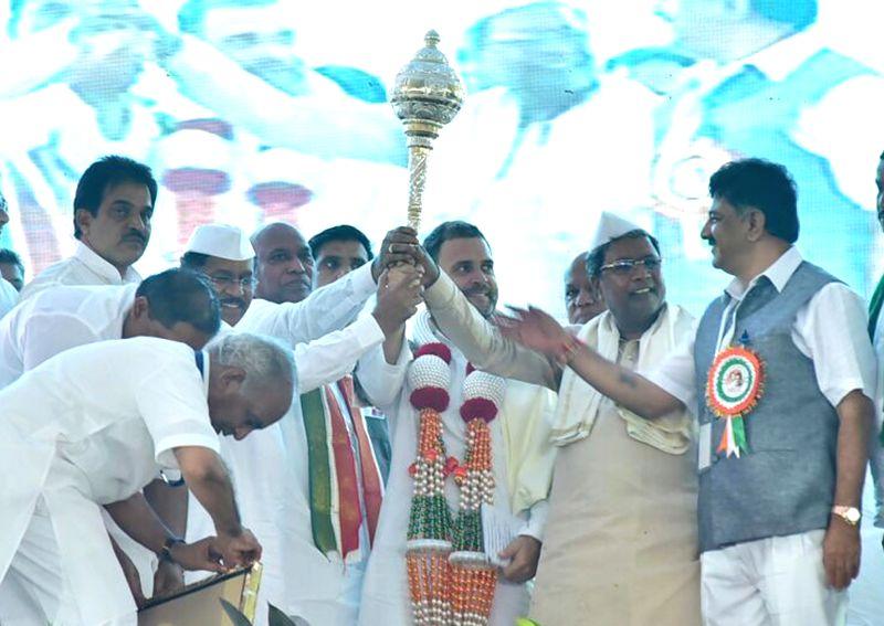 """Karnataka Chief Minister Siddaramaiah, Congress vice president Rahul Gandhi and KC Venugopal during the inauguration of """"Samanatha Samavesha Conference"""" in Raichur of Karnataka on ... - Siddaramaiah and Rahul Gandhi"""