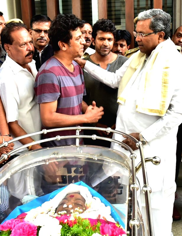 Karnataka Chief Minister Siddaramaiah console Parvathamma Rajkumar's sons Shivaraj and Puneeth after paying his last respect to Veteran Kannada film producer and distributor Parvathamma ... - Siddaramaiah