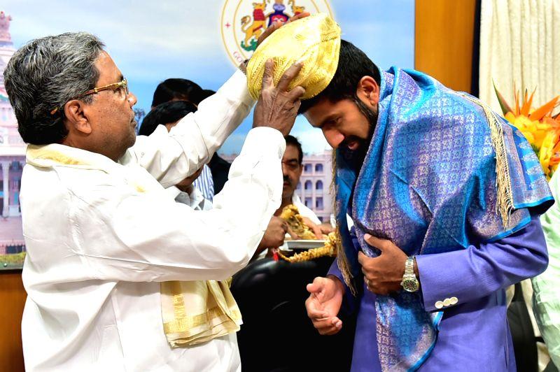 Karnataka Chief Minister Siddaramaiah felicitates Rohan Bopanna who won French Open (mixed double) in Bengaluru, on June 13, 2017. - Siddaramaiah and Rohan Bopanna