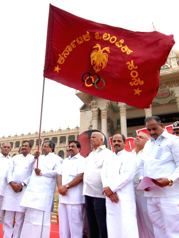 Karnataka Chief Minister Siddaramaiah flags-off an anti-drug walkathon from Vidhana Soudha in Bangalore on July 7, 2014. - Siddaramaiah
