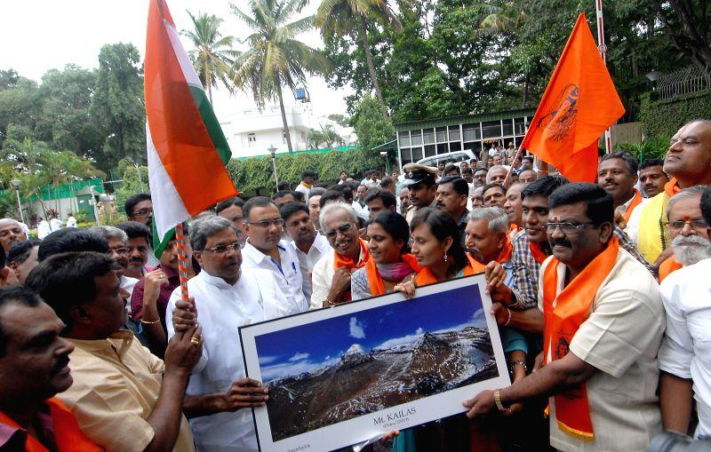 Karnataka Chief Minister Siddaramaiah flags-off Mansarovar Kailash Yatra for National Integration and Peace with Karnataka Food and Civil Supplies Minister Dinesh Gundu Rao in Bangalore on Aug 5, ... - Siddaramaiah and Dinesh Gundu Rao