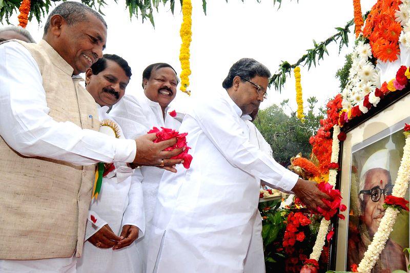 Karnataka Chief Minister Siddaramaiah, former union minister K.H. Muniyappa and others pay tribute to Babu Jagjivan Ram on his death anniversary at Vidhana Soudha in Bangalore on July 6, 2014. - Siddaramaiah