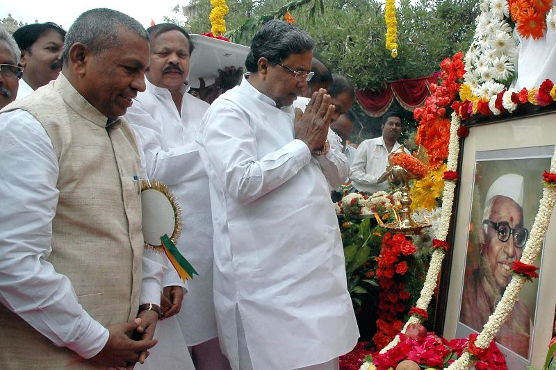 Karnataka Chief Minister Siddaramaiah, former union minister K.H. Muniyappa and others pay tribute to Babu Jagjivan Ram on his death anniversary at Vidhana Soudha in Bangalore on July 6, 2014. - Siddaramaiah