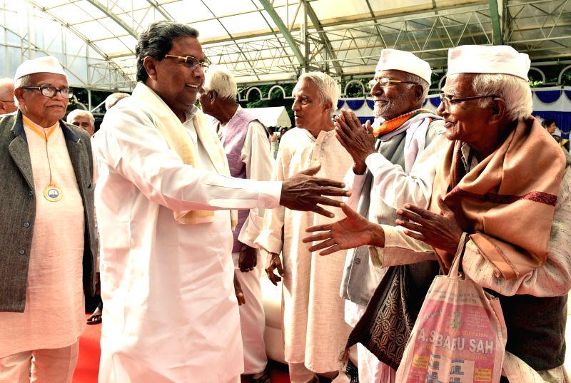 Karnataka Chief Minister Siddaramaiah greets freedom fighters during the tea party organised at Rajbhavan in Bengaluru on Aug 9, 2016. - Siddaramaiah