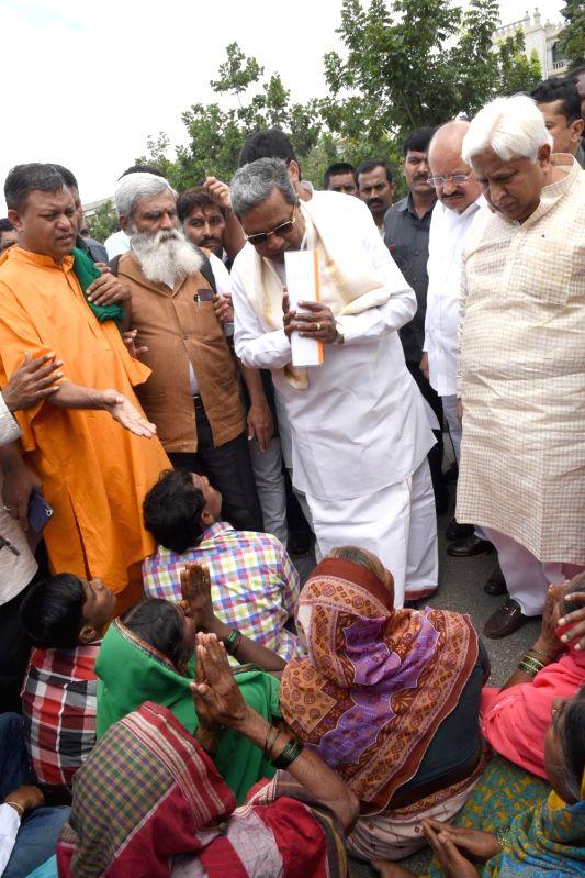 Karnataka Chief Minister Siddaramaiah interacts with members of Mahadayi Horata Samiti protesting outside the state assembly in Bengaluru on Aug 7, 2016. - Siddaramaiah