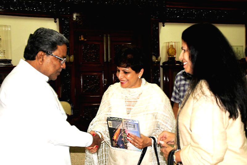 Karnataka Chief Minister Siddaramaiah meets a medical delegation from California in Bangalore on July 16, 2014. - Siddaramaiah