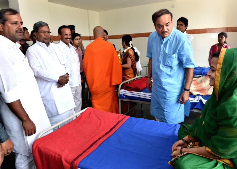 Karnataka Chief Minister Siddaramaiah, Union Railway Minister Sadananda Gowda, Union Chemicals and Fertilizer Minister Ananth Kumar and others during a programme at Kalabhairaveshwara Ayurvedic ...