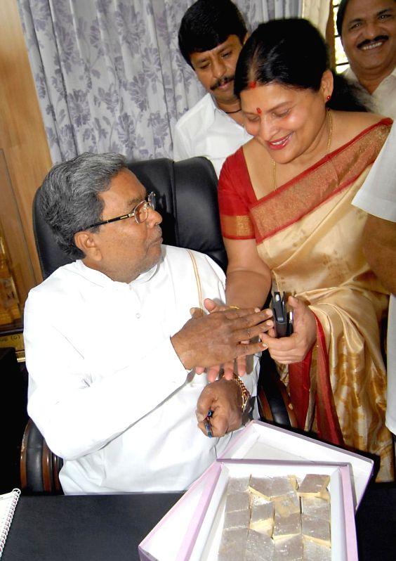 Karnataka Chief Minister Siddaramaiah with Congress MLC candidate and actress Jayamala during a meeting in Bangalore on June 25, 2014. - Siddaramaiah