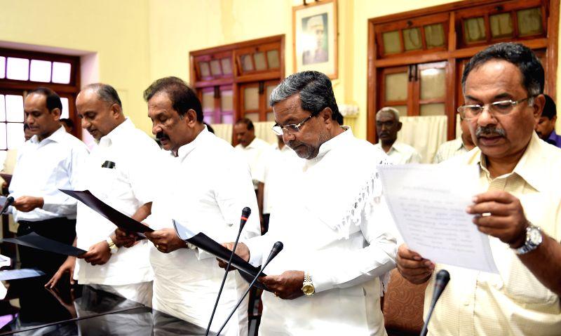 Karnataka Chief Minister Siddaramaiah with ministers H. S. Mahadeva Prasad, K. J. George and others take oath during a programme organised on 70th birth anniversary of Rajiv Gandhi at Vidhana Soudha . - Siddaramaiah