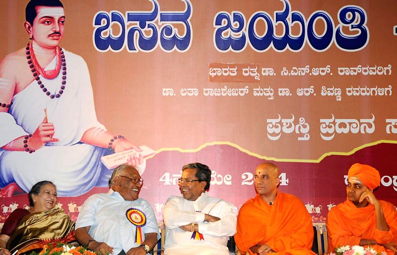 Karnataka Chief Minister Siddaramaiah with Dr. CNR Rao during a programme organised by Basava Vedike at Ravindra Kalakshetra in Bangalore on May 4, 2014.