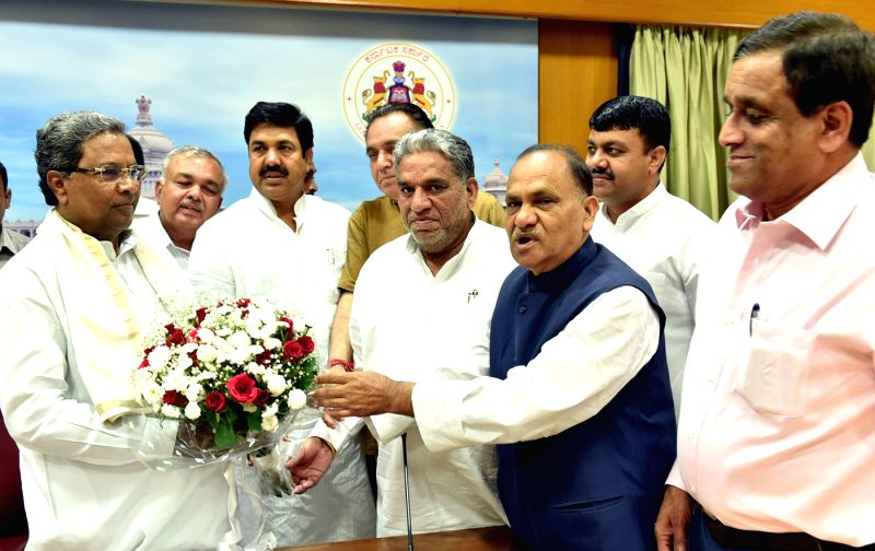 Karnataka Chief Minister Siddaramiah with Rajasthan Transport Minister Younsu Khan, Goa Transport Minister RM Dhavlikar, Karnataka Transport Minister Ramalinga Reddy, Jharkhand Transport ... - Siddaramiah, Younsu Khan and Ramalinga Reddy