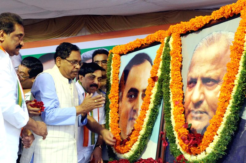 Karnataka Congress chief G. Parameshwara and other party leaders pay tribute to former prime minister Rajiv Gandhi on his 70th birth anniversary and former Karnataka Chief Minister D Devraj Urs on ...