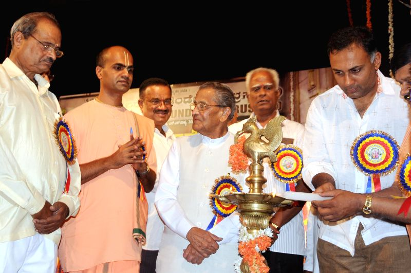 Karnataka Food and Civil Supplies Minister Dinesh Gundu Rao and former Union Minister M V Rajasekharan during the 2nd anniversary celebrations of Yadava Cultural Foundation Trust at Ravindra ... - Dinesh Gundu Rao