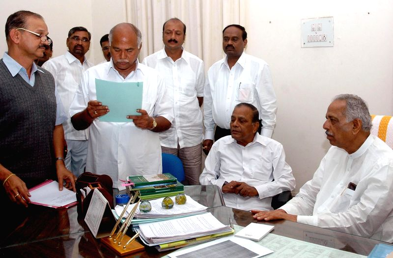 Karnataka Legislative Assembly Speaker Kagodu Thimmappa administers oath of membership to Congress leader N Y Gopalakrishna, who won Bellary Rural Assembly seat in recently concluded by-polls, at ... - Kagodu Thimmappa