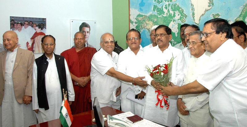 Karnataka Pradesh Congress Committee (KPCC) president Dr. G Parameshwara being greeted by Congress Leaders and Religious heads at Sadashivanagar in Bangalore on June 19, 2014.