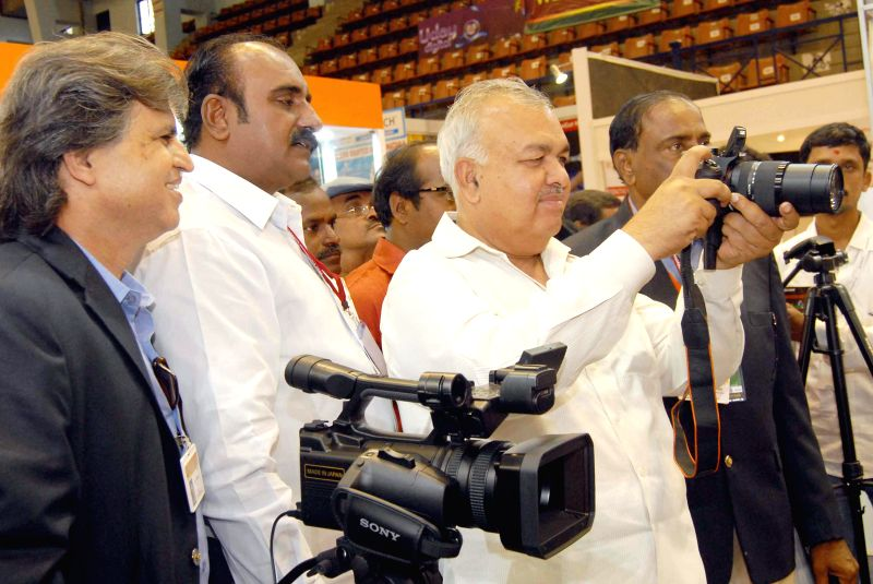 Karnataka Transport Minister Ramalinga Reddy clicks pictures during the inauguration of International exhibition on Photography, Videography, Digital Imaging and Album Making organised by Karnataka .. - Ramalinga Reddy