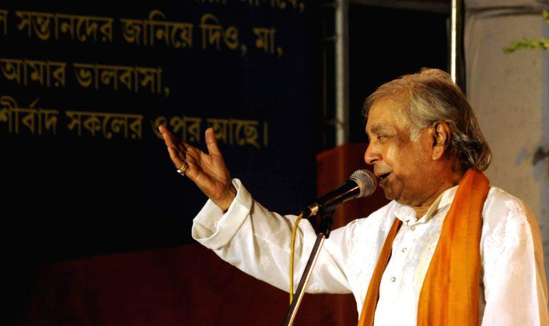 Kathak exponent Birju Maharaj performs during Swami Vivekananda's 150th birth anniversary celebrations in Kolkata on June 21, 2014.