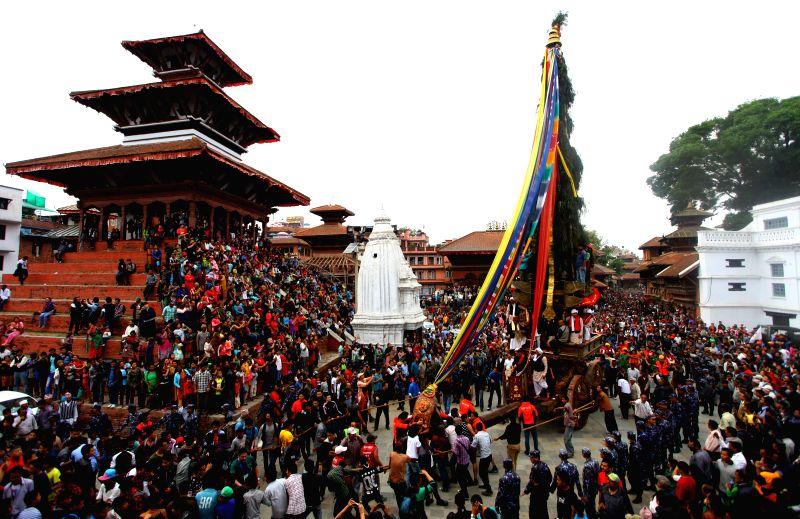 The chariot of Seto Machhindranath is pulled by devotees during Seto Machhindranath Chariot festival in Kathmandu, Nepal, March 29, 2015. Seto Machhindranath ...